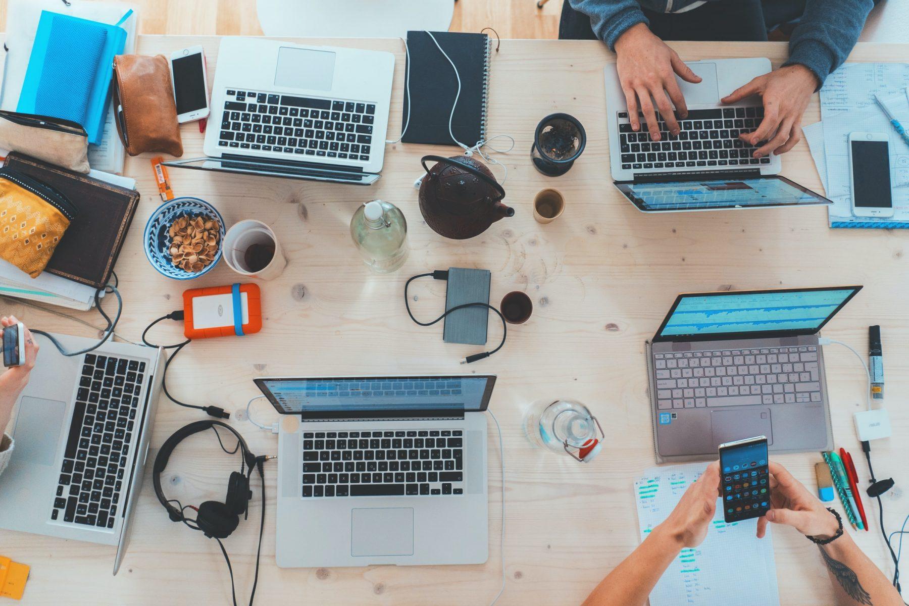 Las ventajas del reclutamiento colaborativo: cuando los compañeros participan en el proceso de selección